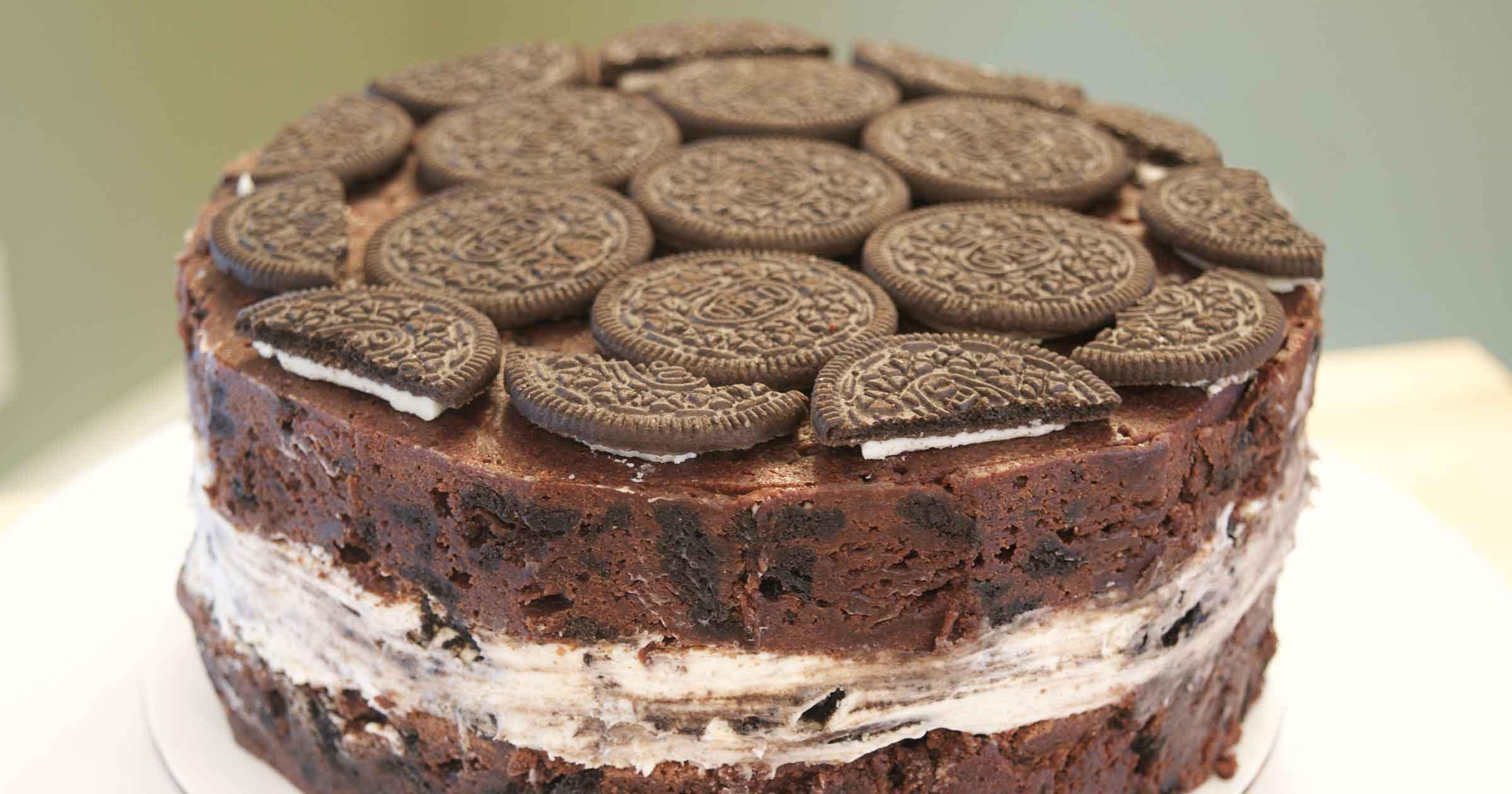 Top of the cake, covered with tightly packed Oreos